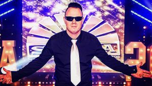 Kieran-as-Robbie-Williams-Tribute-Act-Entertainment-Harlow-Manningtree-Essex